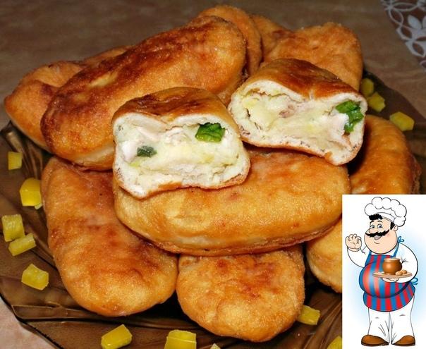 Пирожки жареные из нежного и воздушного дрожжевого теста с куриным мясом,зелёным луком и картофелем