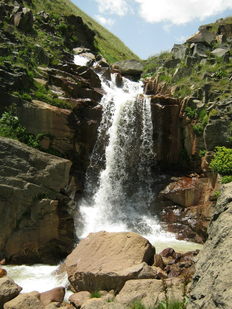 Водопад на реке Арагац.